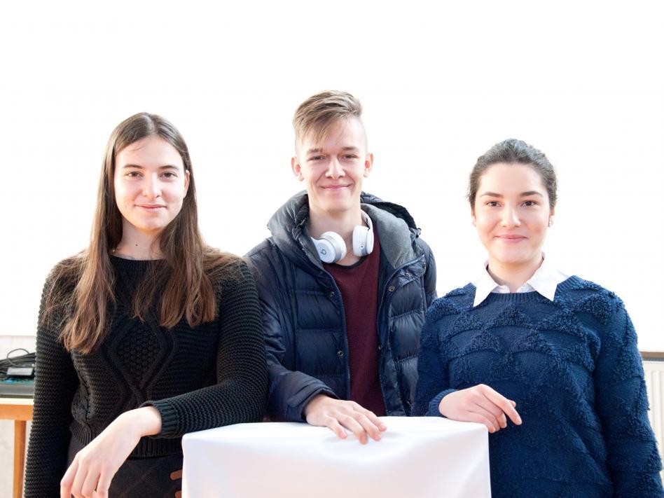 Slika: Laura Sturm, Val Vovk Petrovski in Simona Stoilkova (foto: Vincenc Gotthardt)