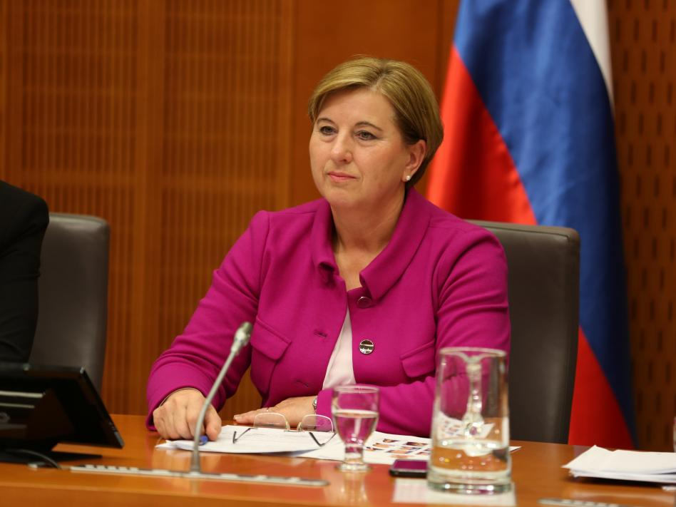 Slika: slika: Borut Peršolja (www.dz-rs.si) predsednica Komisije Ljudmila Novak
