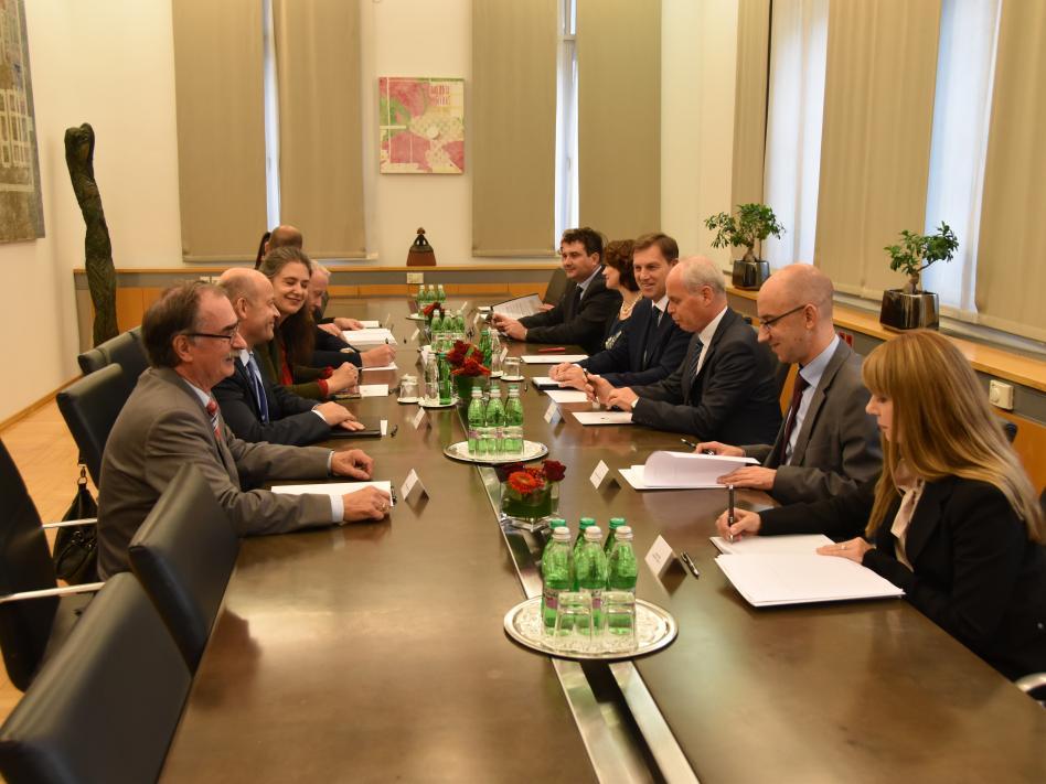 Slika: slika: http://www.mzz.gov.si
