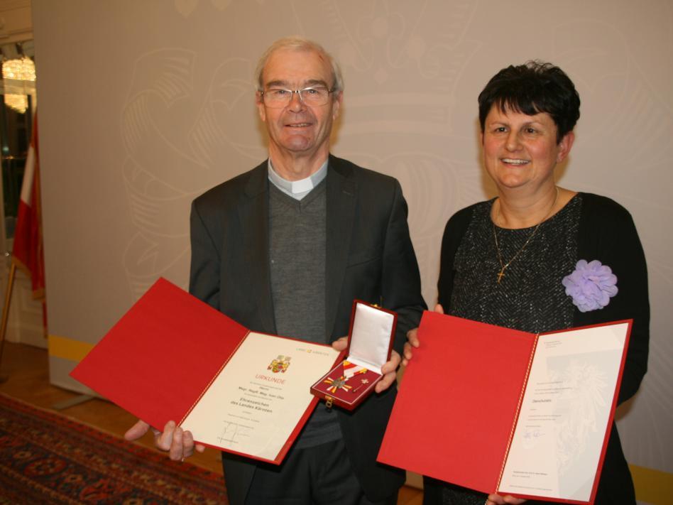 Slika: Dekan Ivan Olip prejel častni znak dežele Koroške