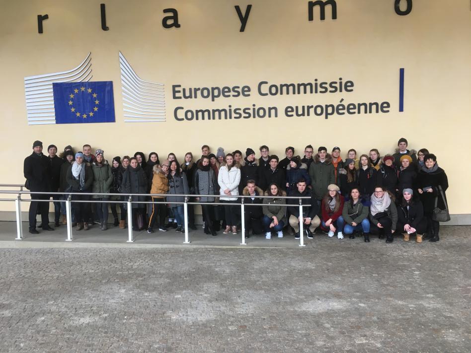 Slika: Mladi spoznavajo delovanje EU
