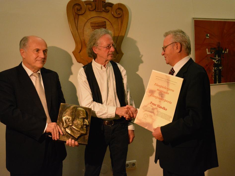 Bild: Rat der Kärntner Slowenen gratuliert Hand