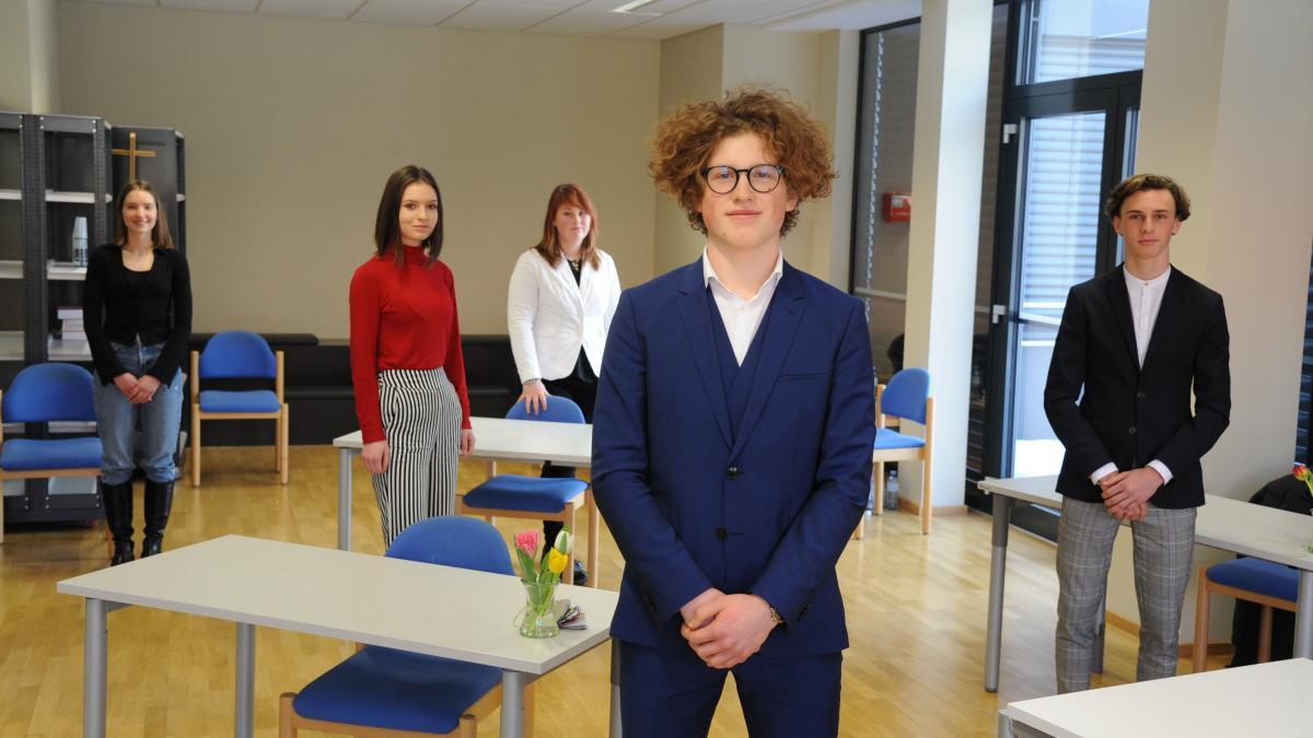 Slika: foto: Gotthardt Kandidati govorniškega natečaja 2021, z leve: Chiara Writz, Nika Štirn, Julija Vogelnik, Noa Sabotnik in Jan Ogris-Martič