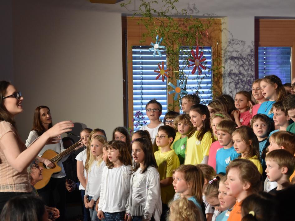 Slika: Srečanje otroških in mladinskih zborov v Globasnici leta 2019 Slika: Mateja Rihter