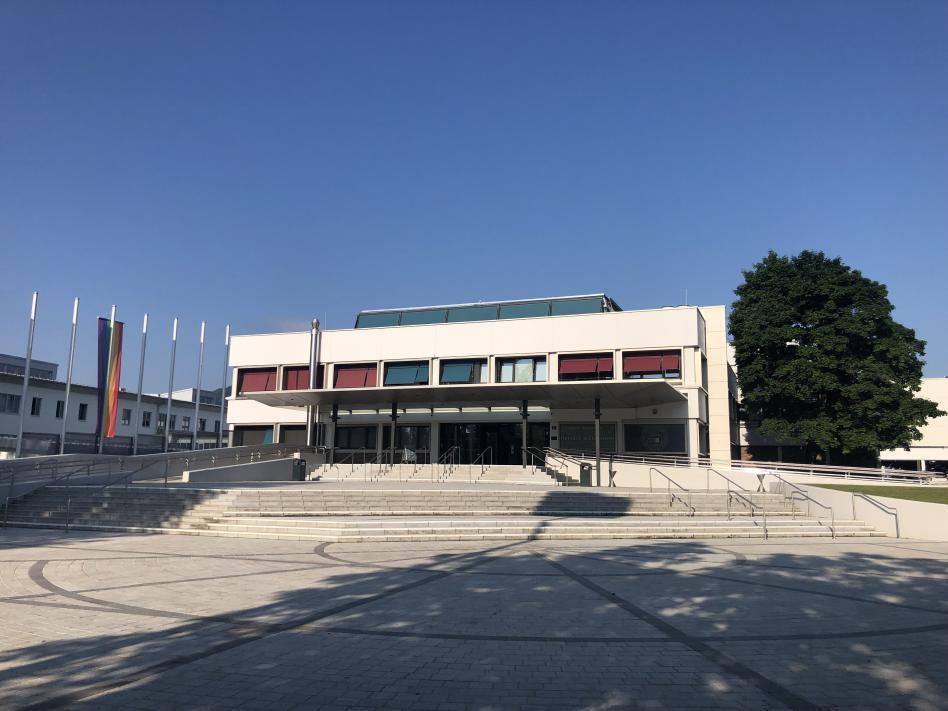 Slika: NSKS zahteva zagotovljeni obstoj slovenistike na Alpsko-jadranski univerzi  v Celovcu